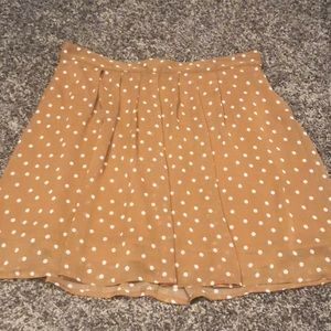 Tan and cream polka dot Old Navy skirt.